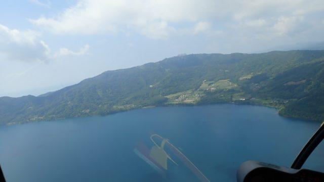 洞爺湖観光中にサイロ展望台でヘリコプターに乗せられた!高所恐怖症が乗って来た感想 ヘリコプターから見える景色・洞爺湖