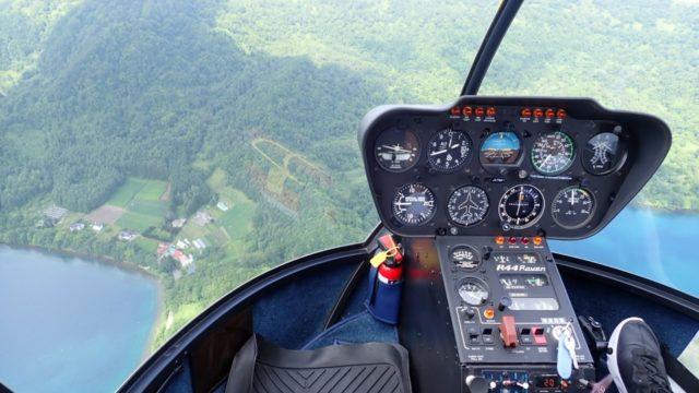 洞爺湖観光中にサイロ展望台でヘリコプターに乗せられた!高所恐怖症が乗って来た感想 ヘリコプターの助手席は足元まで丸見え