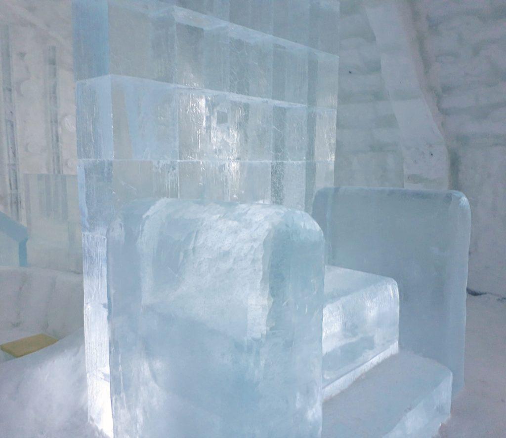 しかりべつ湖コタン2019年は氷の椅子があった