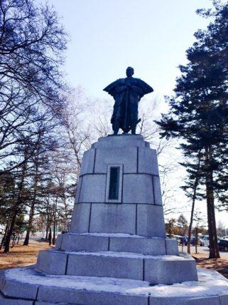 帯広・中島公園にたつ依田勉三像
