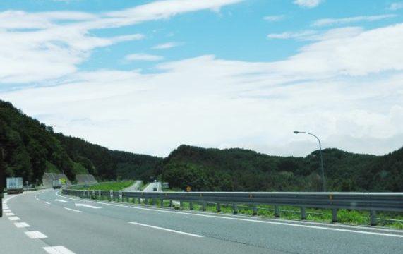 ドライブ中のオススメ眠気覚まし方法!旅行中の長距離運転も楽しい時間に変身!?