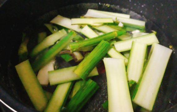 ウドのきんぴらも酢味噌和えも天ぷらも苦手な人へ!重曹入れて茹でるアク抜きは試した?